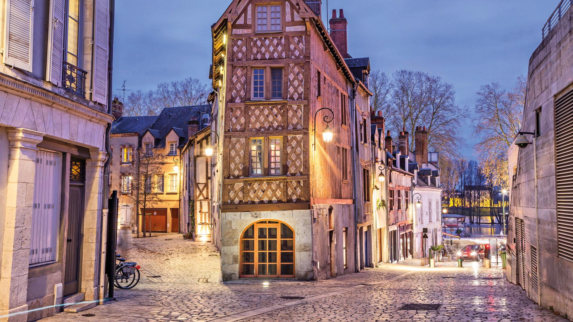 So Guide Orléans, place de la Loire, maison bois